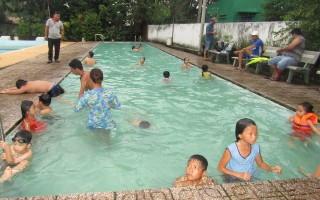 Học bơi trong hè