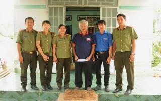 Chi đoàn Báo Tây Ninh và Phòng Công tác chính trị (CATN): Về nguồn, thăm, tặng quà gia đình chính sách