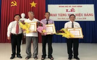 Châu Thành: Trao huy hiệu 50, 45, 30 năm tuổi đảng