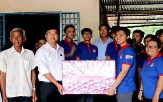 Bí thư thứ nhất T.Ư Đoàn TNCS Hồ Chí Minh thăm chiến sĩ tình nguyện mùa hè xanh tại Tây Ninh
