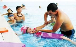 Sai lầm khi dốc ngược, vác trẻ đuối nước trên vai chạy sẽ không cứu được trẻ