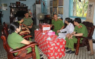 Khối Cảnh sát CATN thăm Anh hùng LLVTND Phan Văn Điền