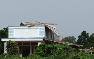Mưa giông làm 9 căn nhà tốc mái