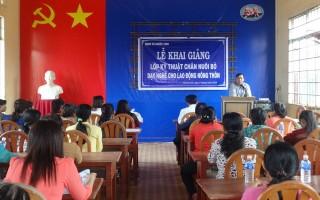 Phước Vinh: Khai giảng lớp kỹ thuật chăn nuôi bò cho hội viên phụ nữ