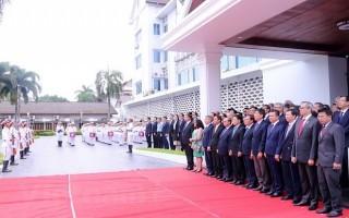 Thượng cờ ASEAN tại Lào nhân kỷ niệm 51 năm Ngày thành lập Hiệp hội