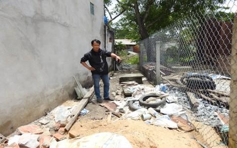 """Một hộ dân khiếu nại bị lấn đất tại phần """"ranh cong"""""""