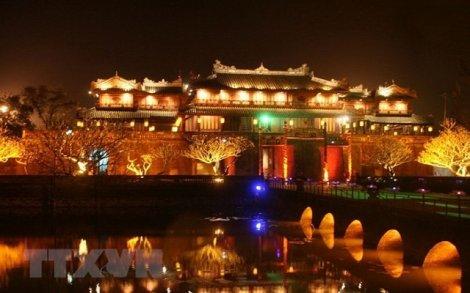 Kỳ đài Huế lung linh về đêm với ánh sáng của 1.000 chiếc đèn Led