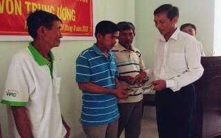 Gò Dầu: Trao vốn hỗ trợ nông dân