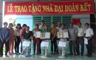 Huyện Dương Minh Châu: Tặng nhà đại đoàn kết cho 3 hộ nghèo