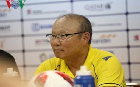 """Thầy Park bức xúc vì bị giả mạo Facebook và các """"HLV bàn phím"""""""