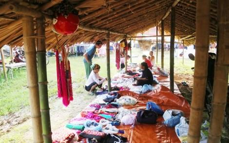 Mộc mạc chợ phiên Tân Dương