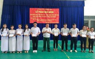 Trung ương Hội Khuyến học Việt Nam trao học bổng cho học sinh Trảng Bàng