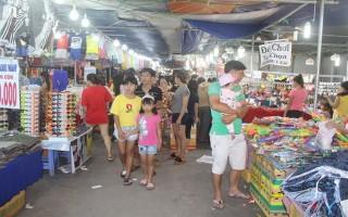 """Khai mạc phiên chợ """"Hàng Việt về biên giới"""" ở Bến Cầu"""