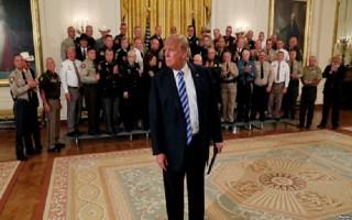 Cuộc chiến chống lại Trump qua tiết lộ của quan chức Nhà Trắng