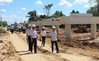 Bí thư Tỉnh ủy kiểm tra tiến độ thi công dự án tưới tiêu khu vực phía Tây sông Vàm Cỏ
