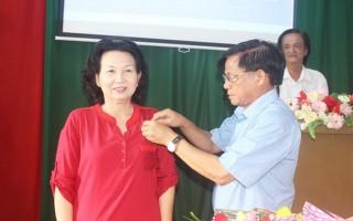 Phó Chủ tịch Hội Văn học Nghệ thuật tỉnh Tây Ninh nhận Huy hiệu 30 năm tuổi Đảng