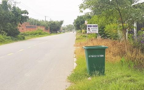 Hạn chế vứt rác bừa bãi từ thùng rác trên đường