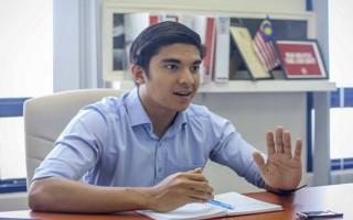 Bộ trưởng Malaysia 25 tuổi hai lần từ chối học bổng Đại học Oxford
