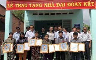 Bàn giao 50 căn nhà cho người nghèo ở Châu Thành
