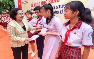 Trao học bổng cho học sinh An Thành