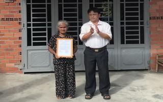 Tặng nhà đại đoàn kết cho người dân Tà Mun