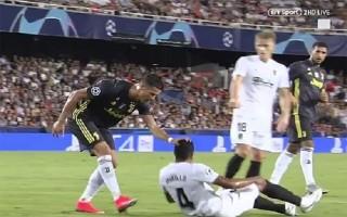 Lippi: 'Trọng tài bị ảo giác khi đuổi Ronaldo'