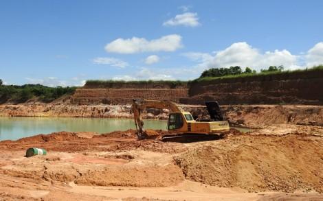 Công ty Đình Nhi khai thác đất vượt ngoài phạm vi cho phép