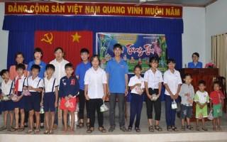 Khắp nơi tổ chức vui Trung thu cho trẻ em