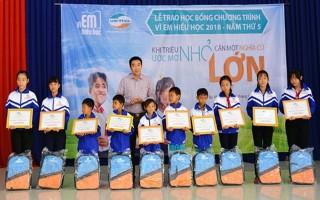 """Viettel Tây Ninh trao học bổng """"Vì em hiếu học"""""""