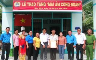 LĐLĐ Tây Ninh: Trao Mái ấm Công đoàn cho Công đoàn viên huyện Tân Biên