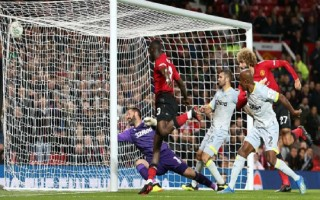 Đội hạng Nhất của Lampard loại Man Utd khỏi Cup liên đoàn