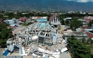 Indonesia chi 37 triệu USD hỗ trợ nạn nhân sóng thần và động đất