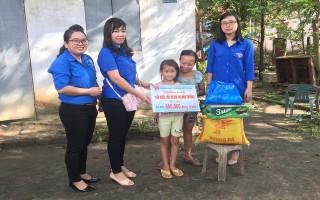 Chi đoàn Công ty XSKT Tây Ninh đỡ đầu cho trẻ có hoàn cảnh khó khăn
