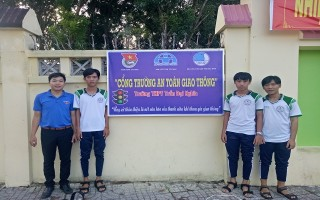 TP.Tây Ninh: Lắp đặt bảng tuyên truyền ATGT trước cổng các trường học