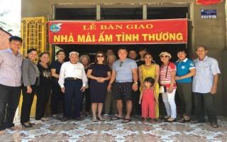 """Bàn giao """"Mái ấm tình thương"""" cho bà Nguyễn Thị Đương"""