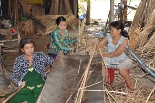 Sản xuất tập thể- hướng đi mới giúp bảo tồn làng nghề truyền thống