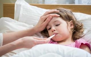 Dấu hiệu nhận biết bệnh tay chân miệng, sốt xuất huyết ở trẻ