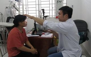 Khám bệnh, tặng quà giáo viên và học sinh huyện Tân Biên