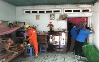 Thành phố: Thắp sáng đường quê và sửa chữa điện cho gia đình chính sách