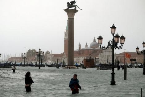 Thủy triều dâng cao, 3/4 diện tích thành phố Venice chìm trong biển nước