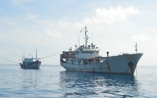 Kịp thời giúp đỡ ngư dân khắc phục sự cố tàu cá bị nạn trên biển