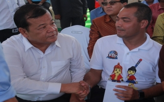 Lãnh đạo tỉnh dự lễ công nhận kỷ lục Guinness chiếc ghe Ngo dài nhất thế giới tại Prey Veng