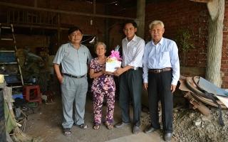 Tân Châu: Thăm hỏi, tặng quà giáo viên có hoàn cảnh khó khăn