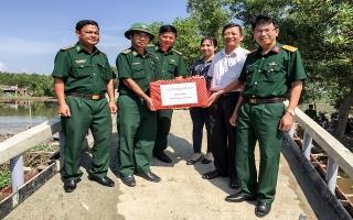 Trảng Bàng: Thăm, tặng quà chiến sĩ làm công tác dân vận