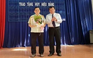 Chủ tịch UBND tỉnh trao tặng huy hiệu Đảng cho đảng viên ở TP.Tây Ninh