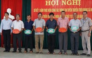"""Xã Phước Ninh: Tặng """"Móc khóa an ninh trật tự"""" cho người dân"""