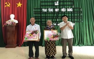 Châu Thành: Trao tặng huy hiệu 60 và 55 năm tuổi Đảng