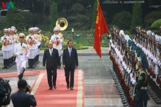 Thủ tướng Nguyễn Xuân Phúc đón Thủ tướng Campuchia Hunsen
