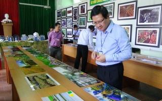 """Chấm ảnh cuộc thi """"Nét đẹp con người, quê hương Tây Ninh trong thời kỳ đổi mới"""""""