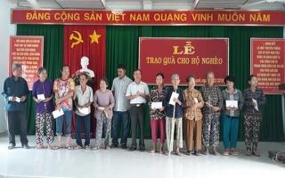 Công ty XSKT Tây Ninh trao quà cho hộ nghèo xã An Thạnh